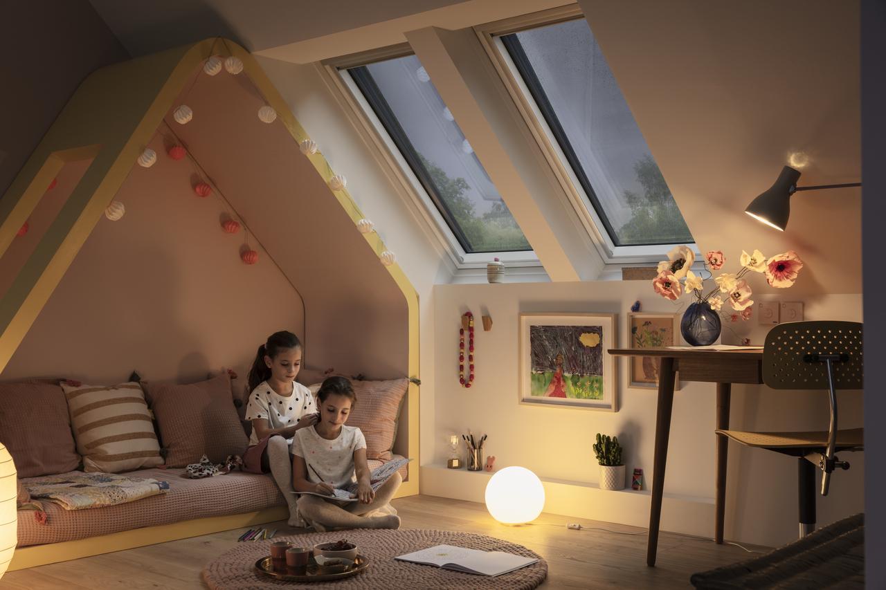 Ciepły montaż okien dachowych – na czym polega?
